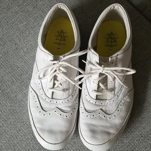 White casual Oxford snickers
